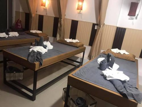 Massage beds at Art Massage 2